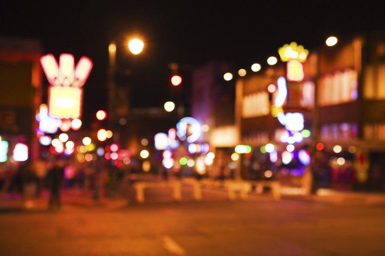 Hay excursiones disponibles para llevar a los adolescentes a la escena musical de Beale Street.