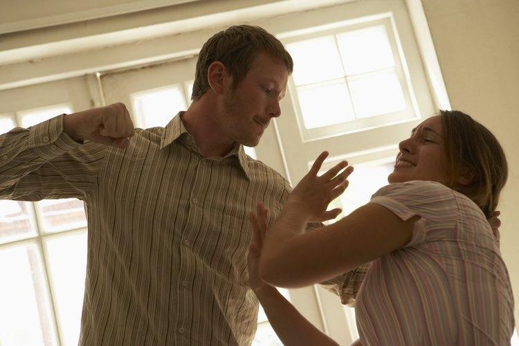 El abuso también se da en parejas adultas.