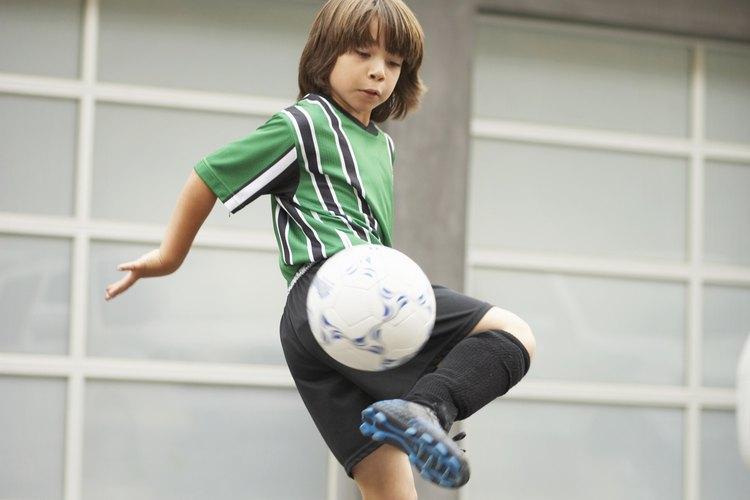 El fútbol es uno de los deportes preferidos de los niños.