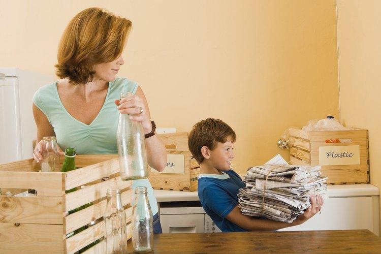 Enseñar a tu hijo a ser responsable es uno de los muchos deberes de los padres.