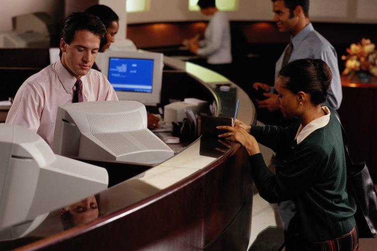 Los cajeros representan la imagen del banco.