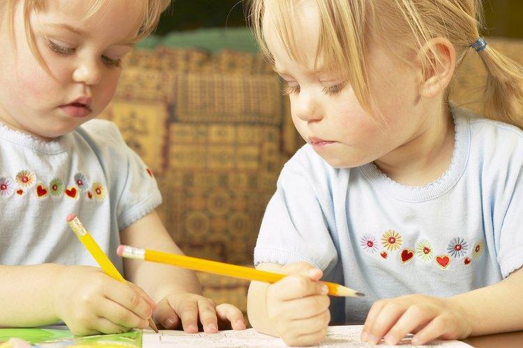 Enseña a los niños a jugar de forma amistosa transmitiéndoles pautas de buen comportamiento.