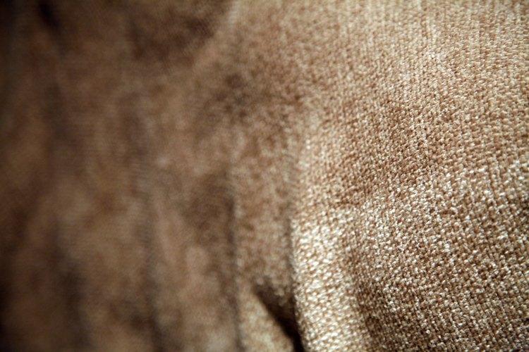 El chenille es una tela suave que a menudo se usa para tapizar muebles.