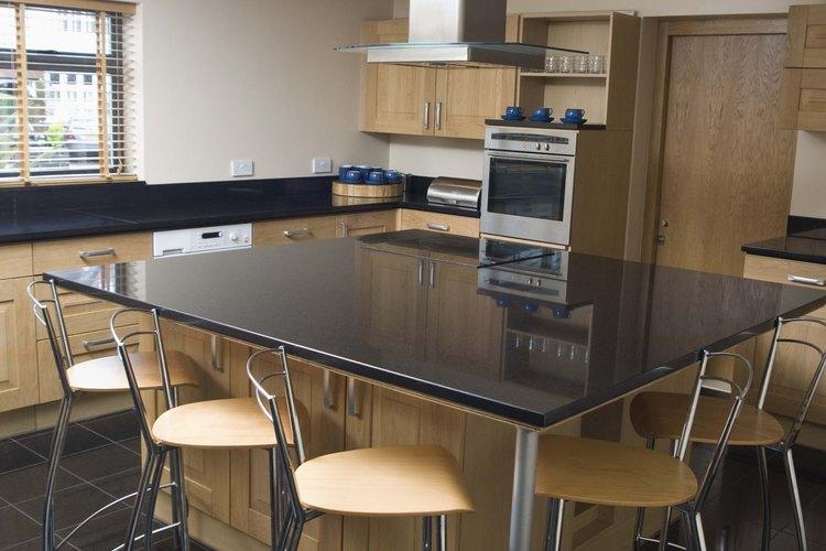 La posición de la isla de tu cocina debe permitir libre acceso a los espacios que la rodean.