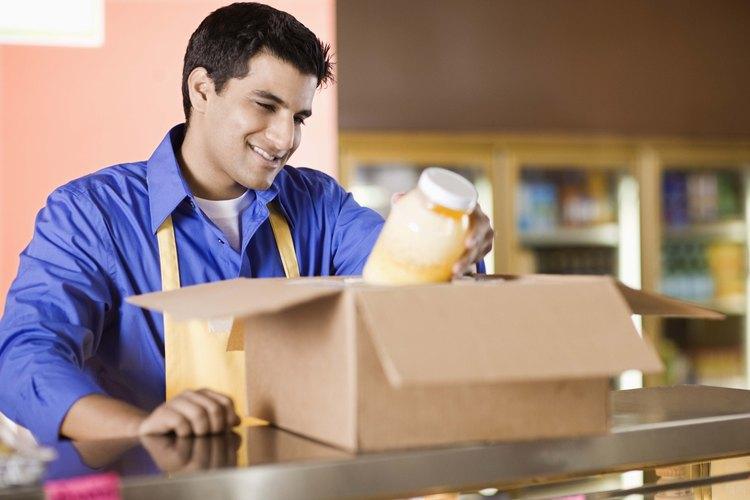 Manda un regalo de comida desde casa a un hombre que se encuentra muy lejos.