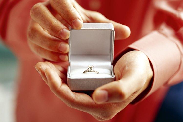 Una caja de anillo permitirá que el epoxy de la perla se asiente de manera completa y sin molestias.