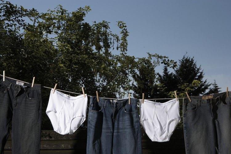 Doblar la ropa interior masculina toma unos pocos segundos.