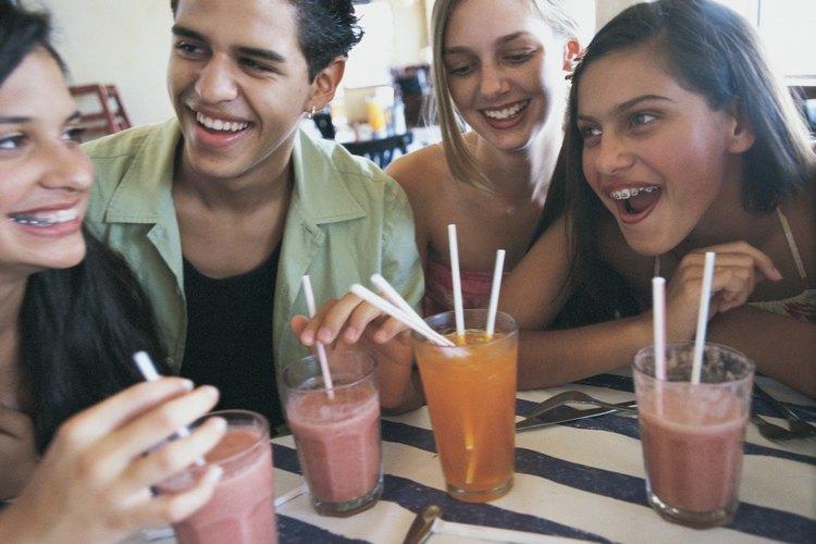 Ayuda a tu adolescente a sentirse cómoda en su cita para que pueda disfrutar una conversación sencilla.