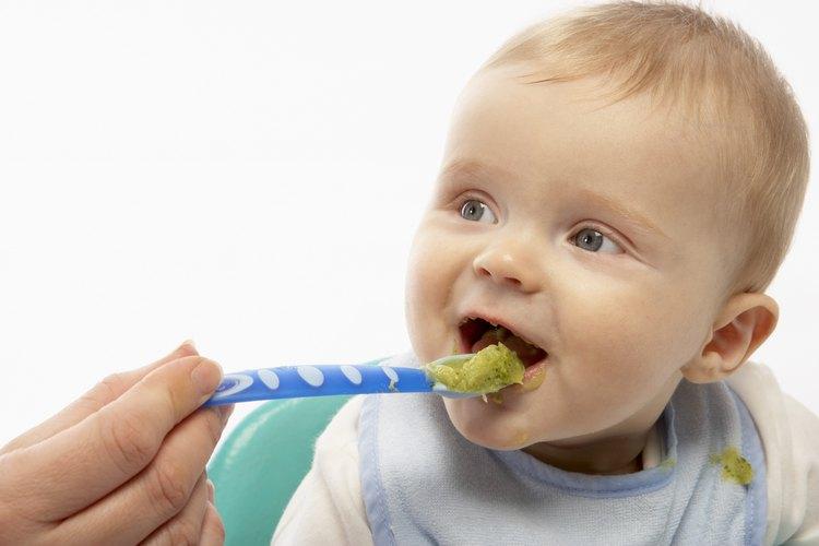 Cuando tu bebé se puede sentar, puede ser el momento correcto para darle carne.