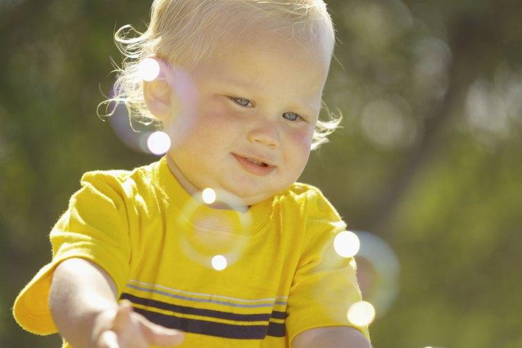 Las burbujas crean un gimnasio para tu niño.