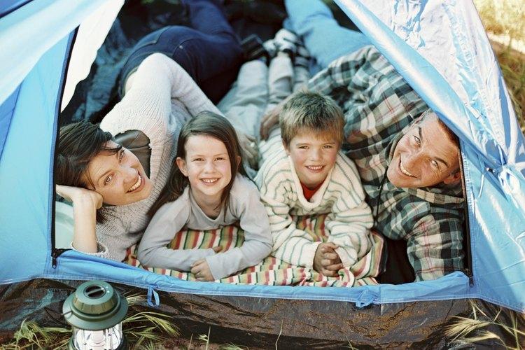 Instala tu tienda en uno de los campamentos buenos para niños de Texas.