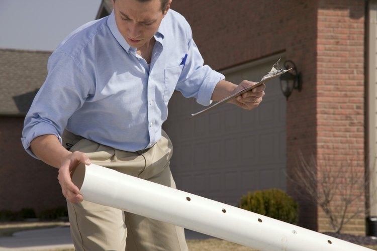 La tubería de PVC enterrada es resistente y fácil de instalar, pero a menudo difícil de reparar.