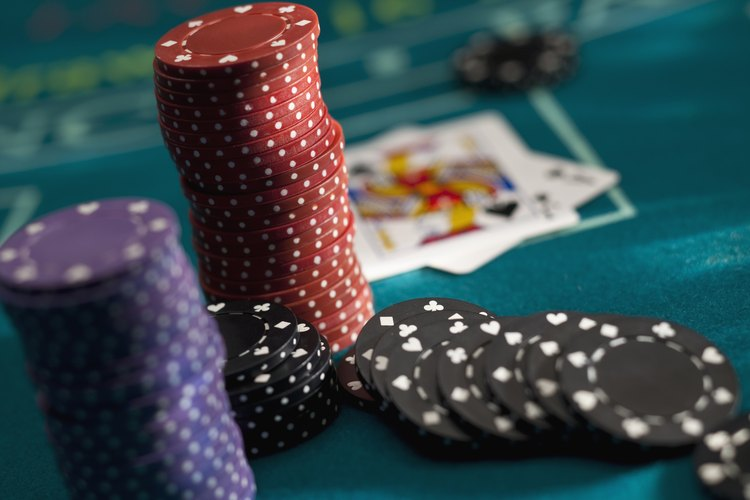 El juego social del póquer puede ser considerado una apuesta ilegal en algunos lugares.