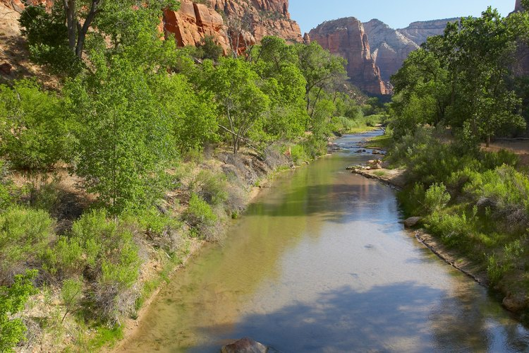Fossil Creek se encuentra al final de los 20 kilómetros de un camino de tierra en curvas estrechas y sinuosas a través de las montañas del centro de Arizona.