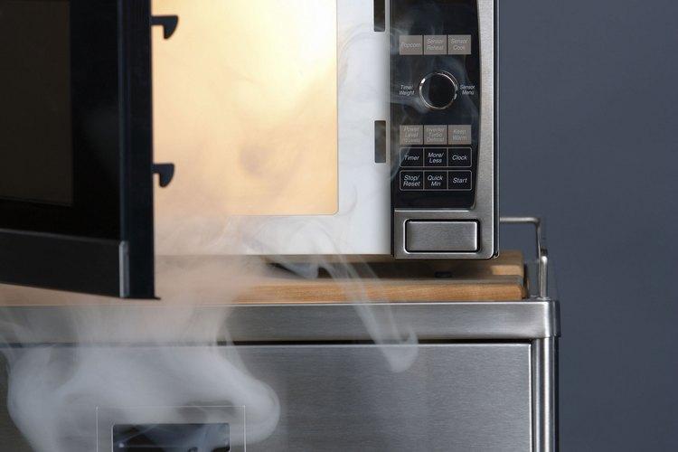 Cómo reiniciar tu microondas para que funcione apropiadamente.