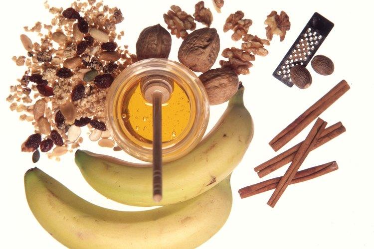 Se afirma que un masaje de canela y miel ayuda con la artritis crónica.