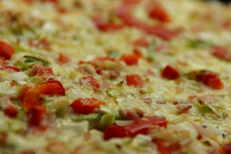 Hacer una piedra para pizza lleva muy poco tiempo, es económico y ayuda a obtener una pizza bien horneada.