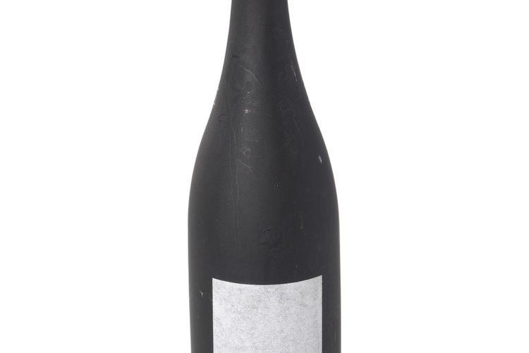 El vino que utilices para reducir el olor del pescado no tiene por qué ser caro.