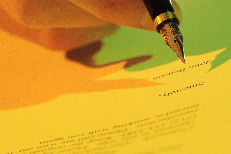 Los empleados que necesitan una licencia médica para ausentarse del trabajo hacen el pedido al empleador mediante una carta.