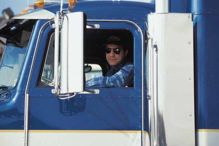 En algunas compañías el ayudante de chofer se pone también a veces al mando del volante.