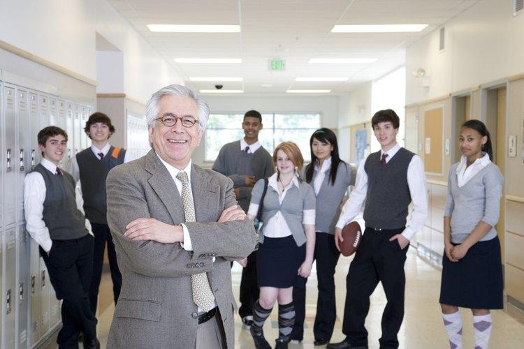 Imponer un uniforme de colegio a los estudiantes podría acentuar algunos problemas.