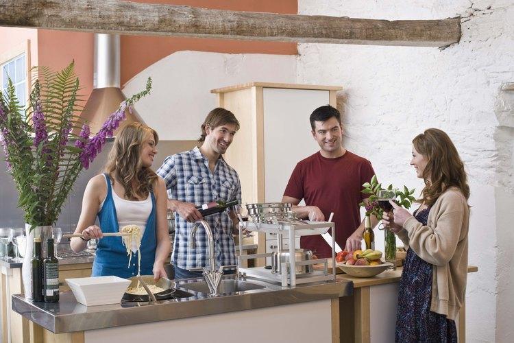 Existen numerosos utensilios de cocina.