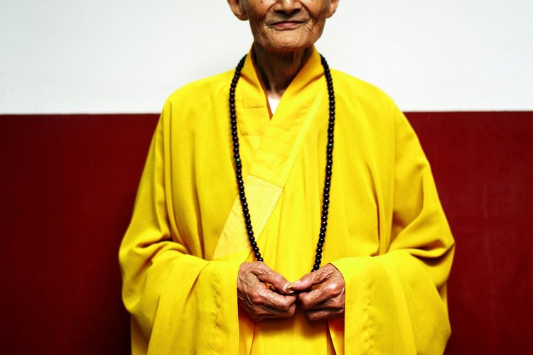 Muestra respeto al saludar a un monje budista.