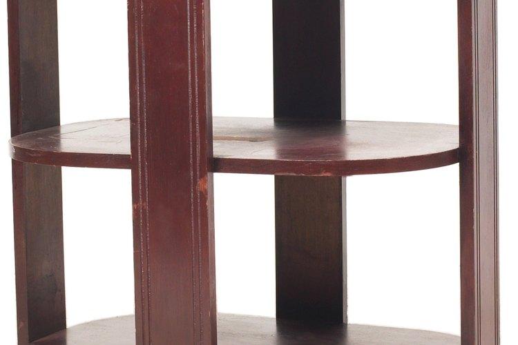 Los tonos naturales de los muebles de caoba sugieren combinaciones de colores.