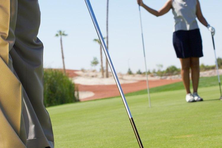 Existen dos tipos de palos de golf, los de espada y los mazos.