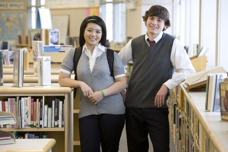Los uniformes también hacen que sea más fácil para los maestros reconocer a los no estudiantes y realizar un seguimiento de su grupo de estudiantes en los eventos escolares y excursiones.