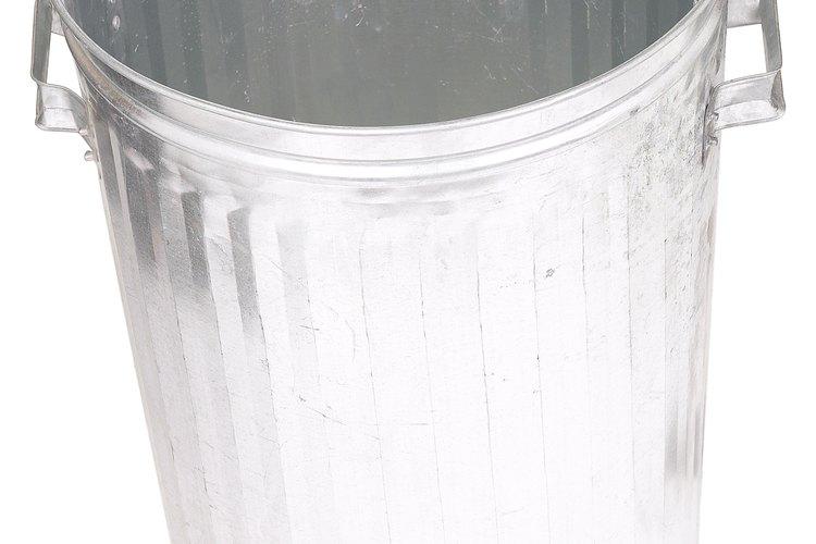 Lava el cubo de la basura todas las semanas para prevenir criaturas indeseables.