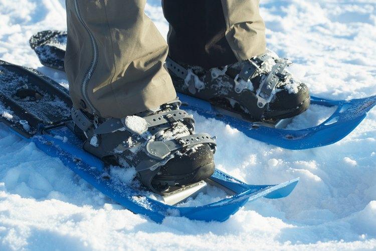 Elije calcetines de fibra sintética para permitir la transpiración en clima frío.