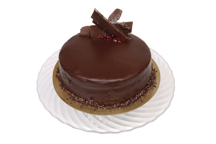 Es difícil resistirse ante una dulce torta de chocolate.