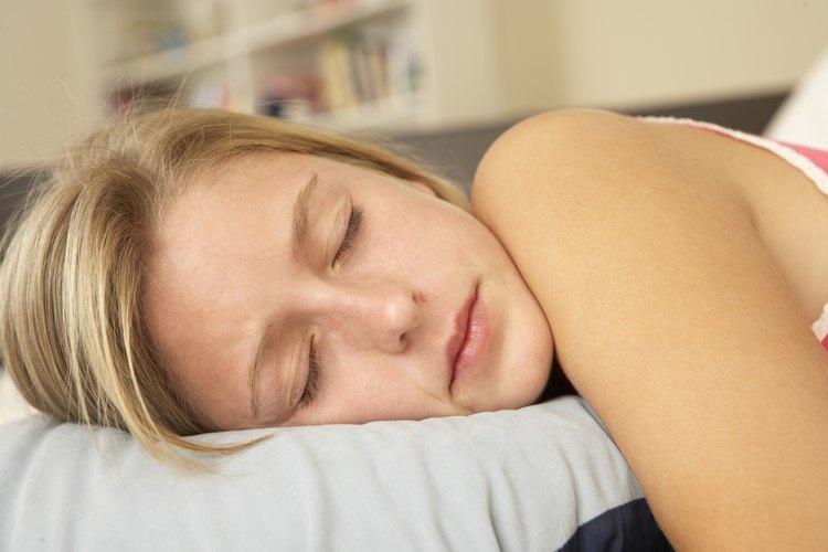 Los adolescentes tienen una tendencia de dormir hasta tarde y cuando pueden.
