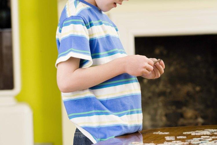 Los niños encuentran un estímulo en armar y resolver un rompecabezas.