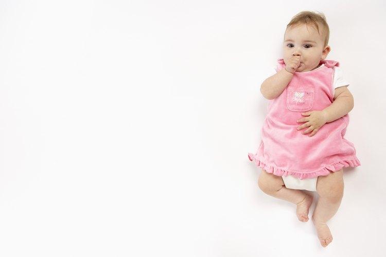 Hoy en día, la ropa rosada define a un bebé como niña.