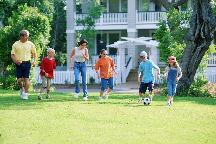 Los niños acostumbrados a jugar afuera pueden tener dificultades para quedarse quietos en la escuela.