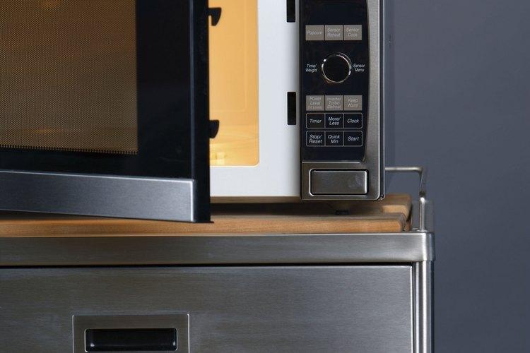 Los fusibles fundidos en hornos de microondas pueden ser el resultado de varios problemas diferentes.
