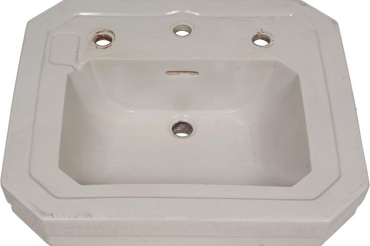 Los lavamanos de baño tienen el tamaño para encajar en una mesada o en tu baño.