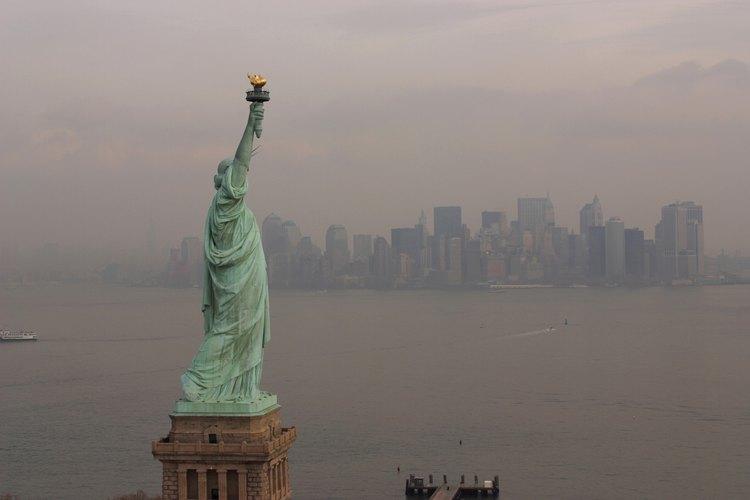 La ciudad de Nueva York se encuentra rodeada de ríos y bahías centelleantes.