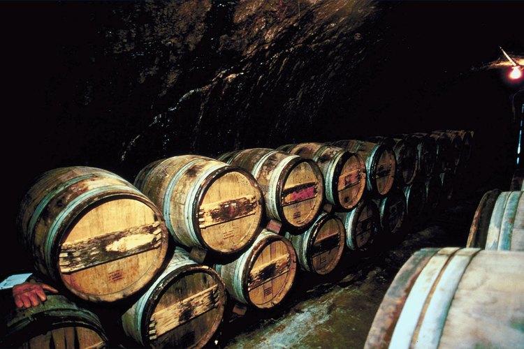 Los barriles de vino se pueden reciclar luego de que los vinos acaban con ellos.