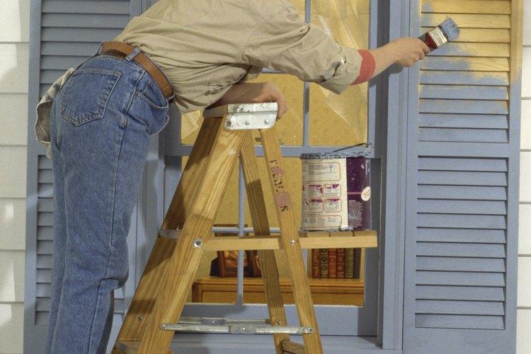 La pintura para molduras está especialmente diseñada para superficies de exteriores pequeñas.