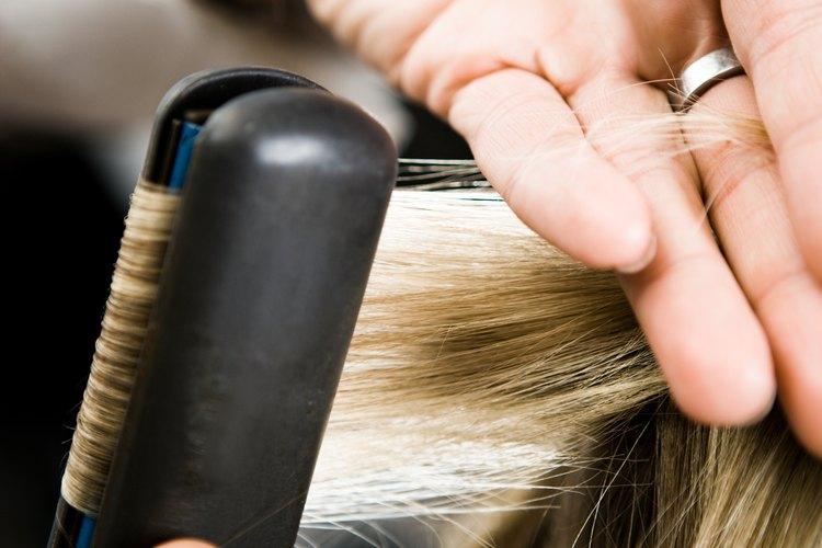 Trabajar con secciones más pequeñas de cabello asegura una apariencia más natural.
