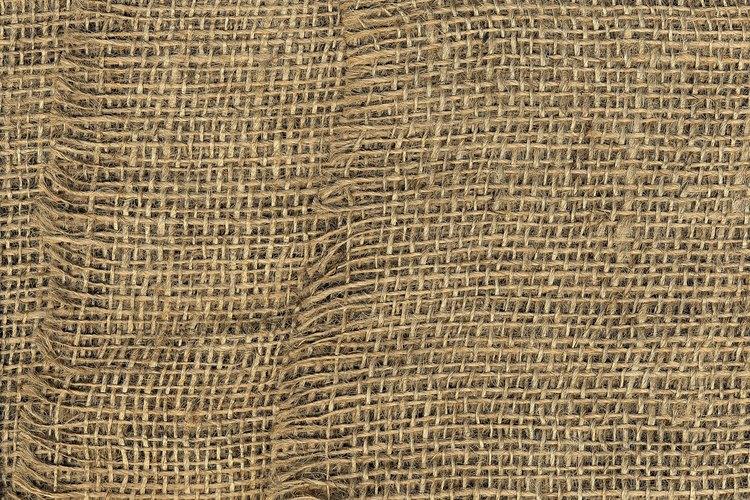 La arpillera teñida puede usarse para cubrir paneles acústicos.