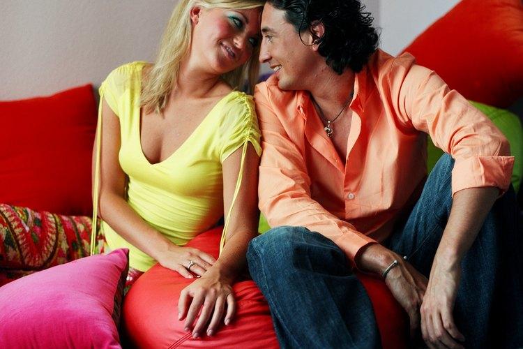 La ropa en la década de 1970 se centralizaba en los colores brillantes.
