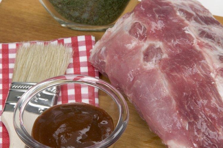 La marinada de salsa barbacoa con miel combina muy bien con la carne de vaca o res, pollo o cerdo