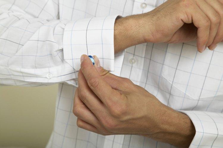 Aprende a llevar un estilo de puño francés en tus camisas.
