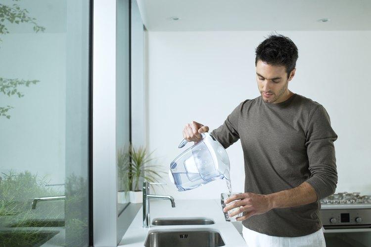 Obtener el filtro de agua correcto puede eliminar la necesidad del agua embotellada.