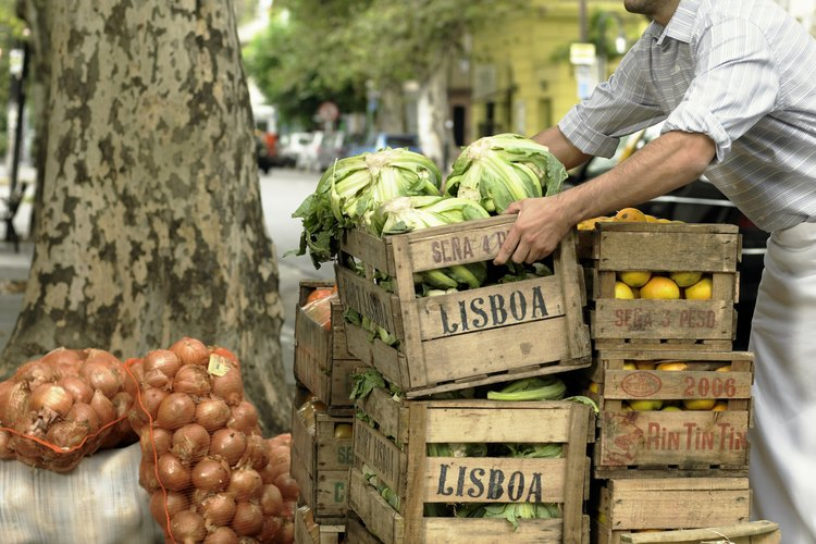 Los mercados al aire libre proveen muestras de comida y entretenimiento.