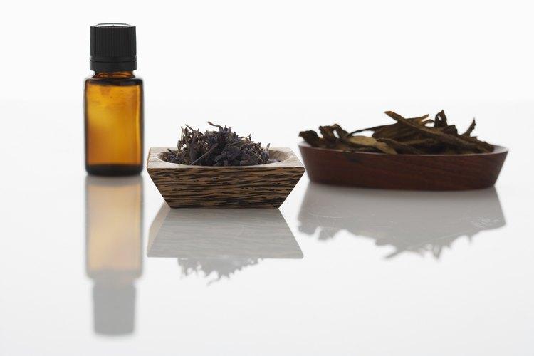 Los aceites esenciales son buenos repelentes no tóxicos para los ciempiés.